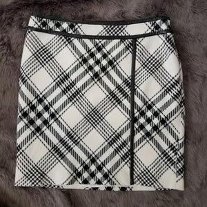 White House Black Market plaid skirt 8 black white